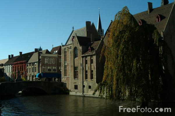 Picture of Brugge / Bruges Canal Network - Venice of the North - Free Pictures - FreeFoto.com