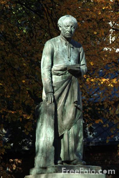 Picture of Guido Gezelle Statue, Brugge / Bruges - Free Pictures - FreeFoto.com