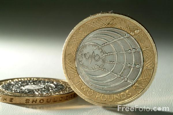 Picture of Two Pound Coins - Free Pictures - FreeFoto.com