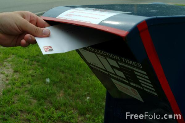 Picture of Posting a letter into a US Mail Box - Free Pictures - FreeFoto.com