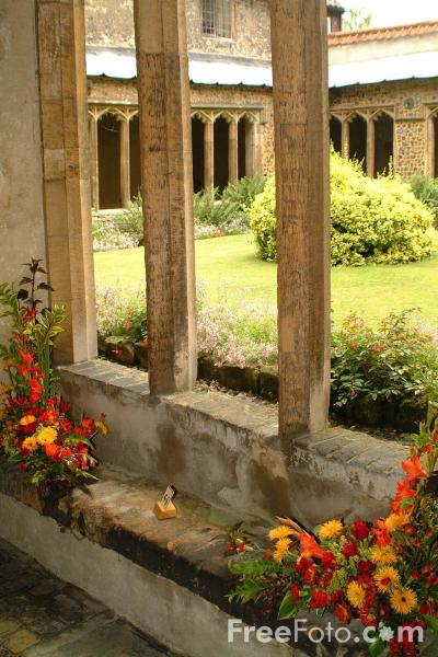 Picture of Cathedral Cloisters - Free Pictures - FreeFoto.com