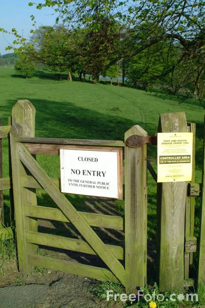 Picture of Footpath Closed Sign - Free Pictures - FreeFoto.com