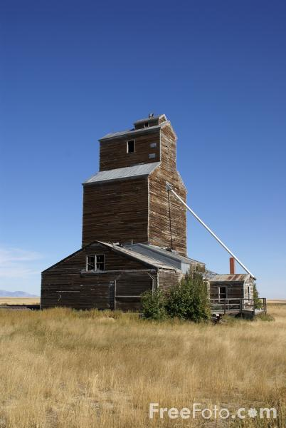 Picture of Old Grain Store - Free Pictures - FreeFoto.com