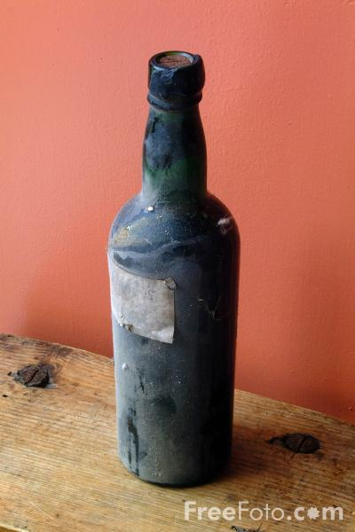 Picture of Old bottle of Wine - Free Pictures - FreeFoto.com