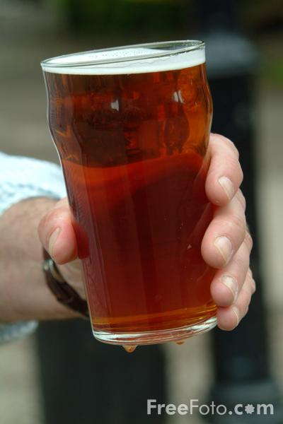 Picture of Pint of Henries Beer - Free Pictures - FreeFoto.com