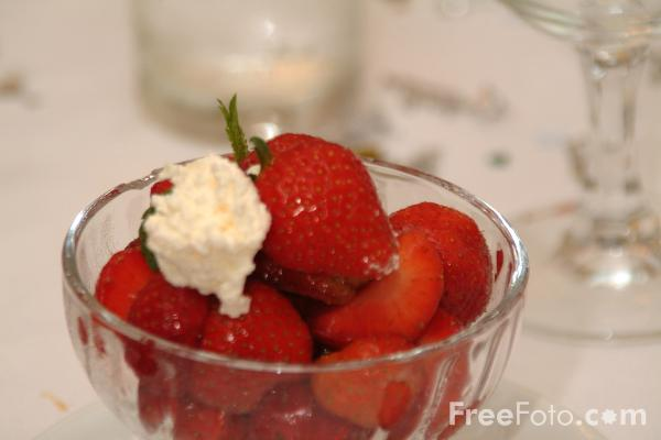Picture of Strawberries and Cream - Free Pictures - FreeFoto.com