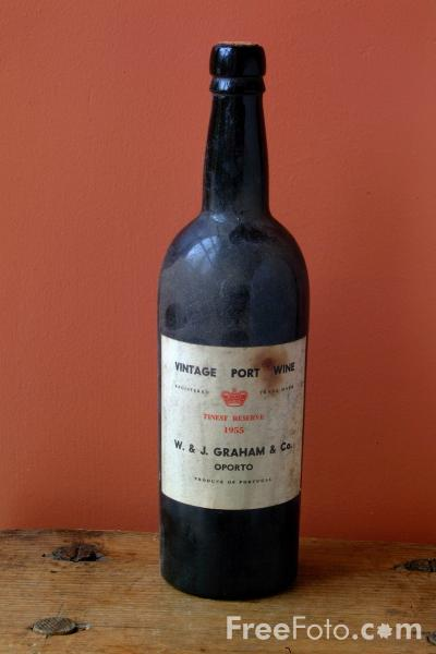 Picture of Bottle of Vintage Port Wine - Free Pictures - FreeFoto.com