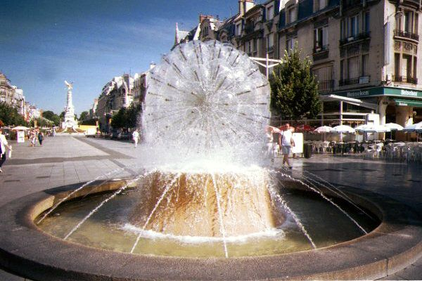 Picture of Fountain, Reims Town Centre - Free Pictures - FreeFoto.com