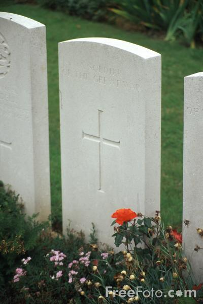 Picture of World War 1 Grave Stone - Free Pictures - FreeFoto.com