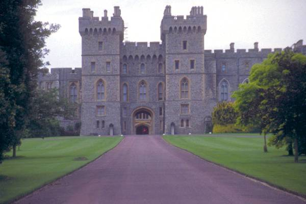 Picture of Windsor Castle - The castle has been a royal residence since Henry 1's reign and every subsequent reigning English monarch has - Free Pictures - FreeFoto.com