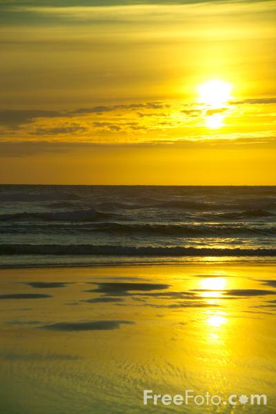 Picture of Sunset, Perranporth, Cornwall - Free Pictures - FreeFoto.com