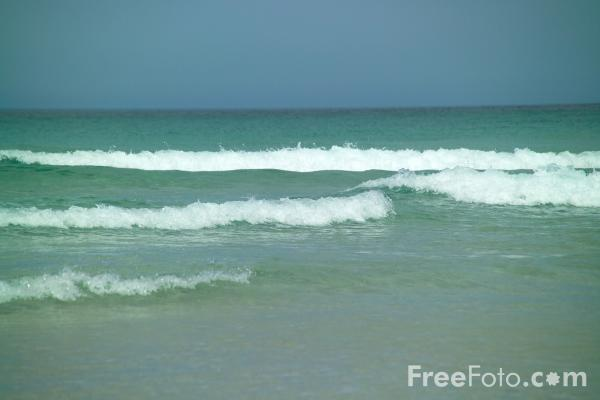 Picture of Waves, Chapel Porth, Cornwall - Free Pictures - FreeFoto.com