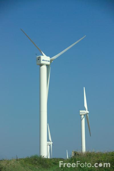Picture of Carland Cross wind farm, Cornwall - Free Pictures - FreeFoto.com