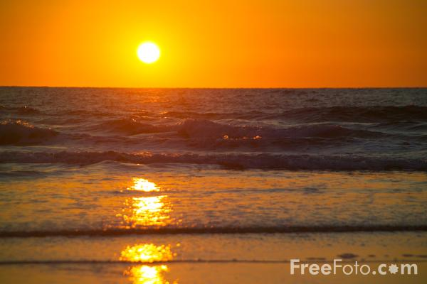 Picture of Sunset, Chapel Porth,  Cornwall - Free Pictures - FreeFoto.com