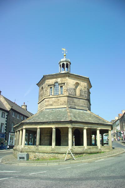 Picture of Octagonal Market Cross, Barnard Castle - Free Pictures - FreeFoto.com