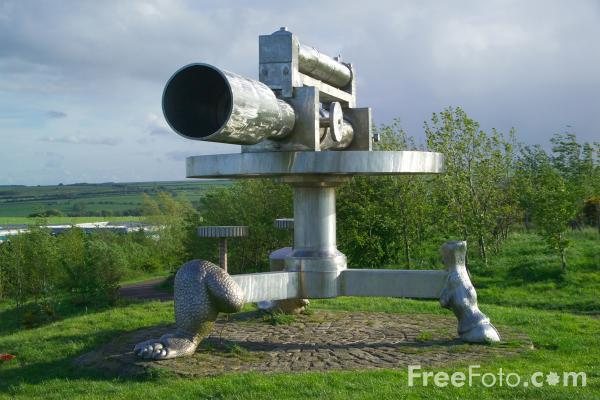 Picture of Terris Novalis, Surveyors level sculpture - Free Pictures - FreeFoto.com