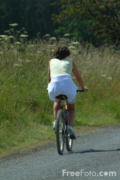 Picture of Cycling around Derwent Reservoir, County Durham - Free Pictures - FreeFoto.com