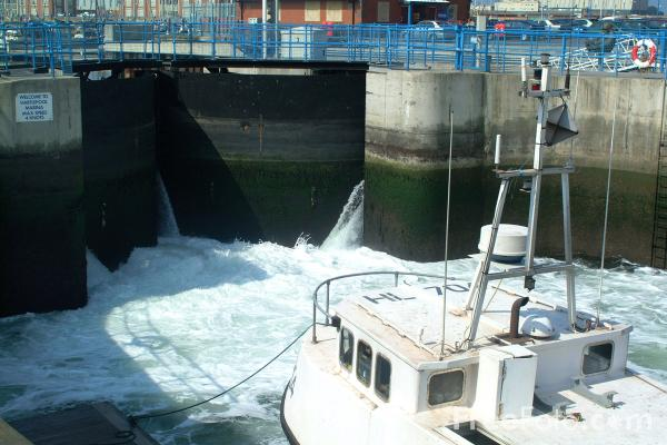 Picture of Lock Gates, Hartlepool Marina - Free Pictures - FreeFoto.com