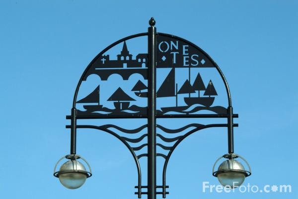 Picture of Street Lamp, Stockton on Tees - Free Pictures - FreeFoto.com