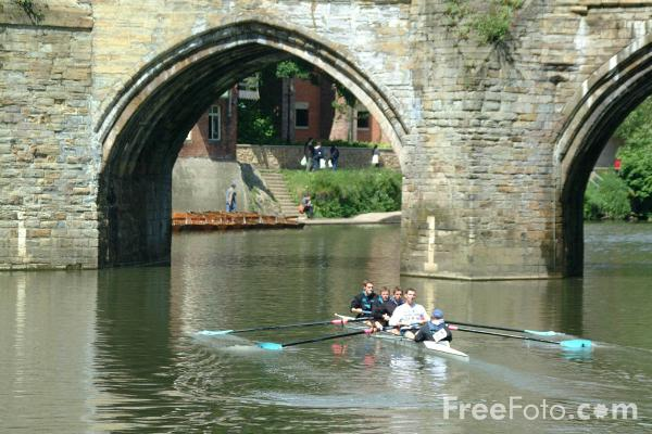 Picture of Elvet Bridge, River Wear, The City of Durham - Free Pictures - FreeFoto.com
