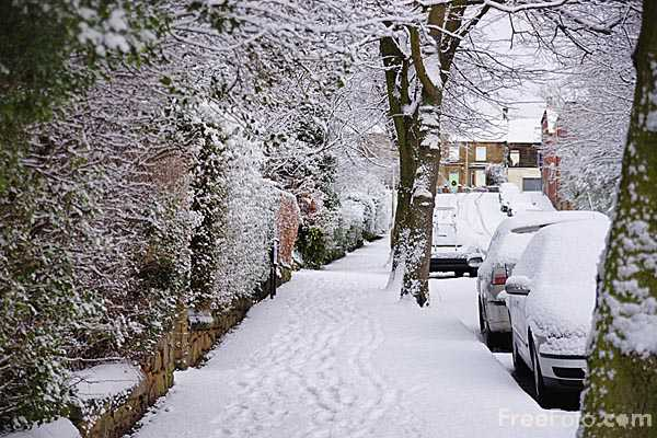 Picture of Winter snow in town - Free Pictures - FreeFoto.com