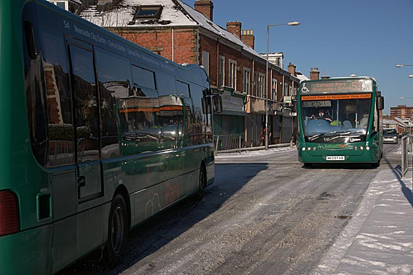 Picture of Bus in the snow in Gateshead - Free Pictures - FreeFoto.com