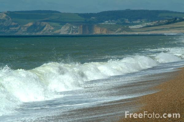 Picture of Waves, Chesil Beach, Dorset, England - Free Pictures - FreeFoto.com