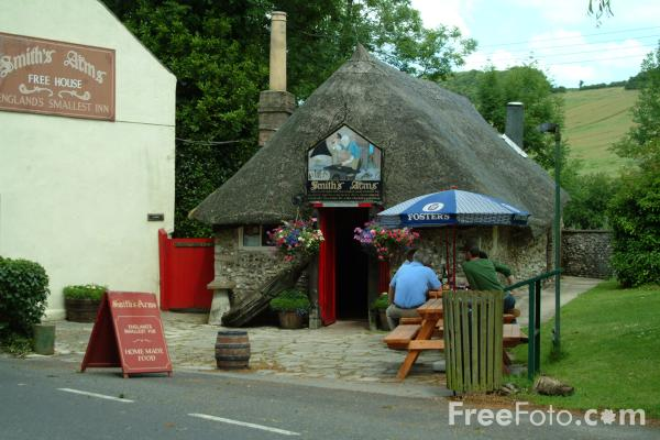 Picture of Britain's smallest pub, Godmanstone - Free Pictures - FreeFoto.com