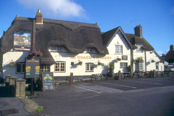Picture of The Coach and Horses, Wimborne Minster - Free Pictures - FreeFoto.com