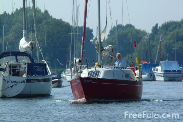 Picture of Sailing, River Stour, Christchurch, Dorset - Free Pictures - FreeFoto.com