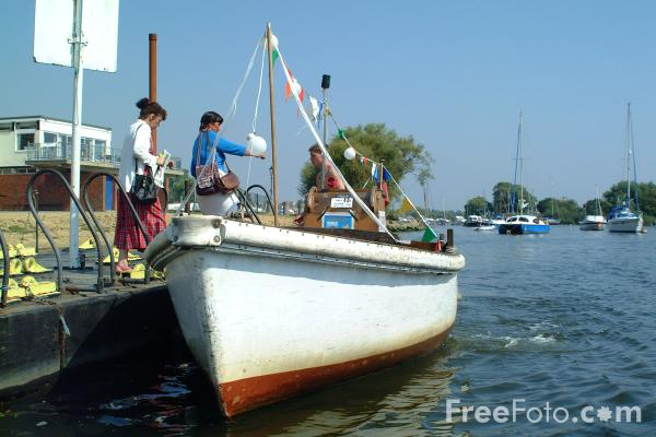 Picture of Wick Ferry, River Stour, Christchurch, Dorset - Free Pictures - FreeFoto.com