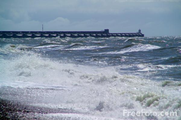 Picture of Waves, Brighton, Sussex - Free Pictures - FreeFoto.com