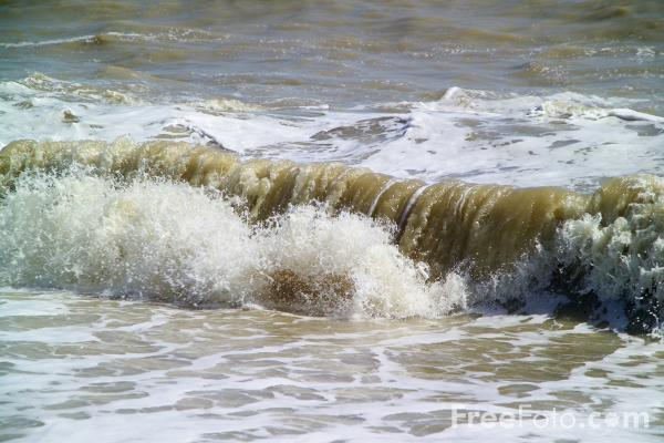 Picture of Waves, Hastings, East Sussex - Free Pictures - FreeFoto.com
