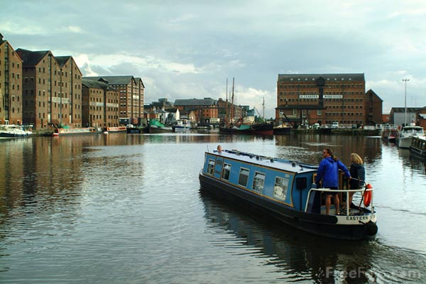 Picture of Narrow Boat, Gloucester Docks - Free Pictures - FreeFoto.com