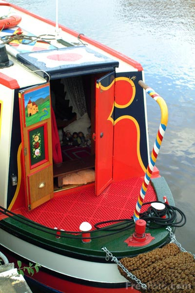 Picture of Canal Boat, Gloucester Docks - Free Pictures - FreeFoto.com