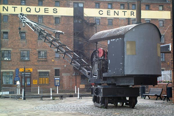 Picture of Crane, Gloucester Docks - Free Pictures - FreeFoto.com