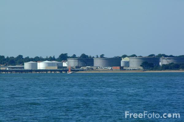 Picture of The Solent, Calshot, Hampshire - Free Pictures - FreeFoto.com