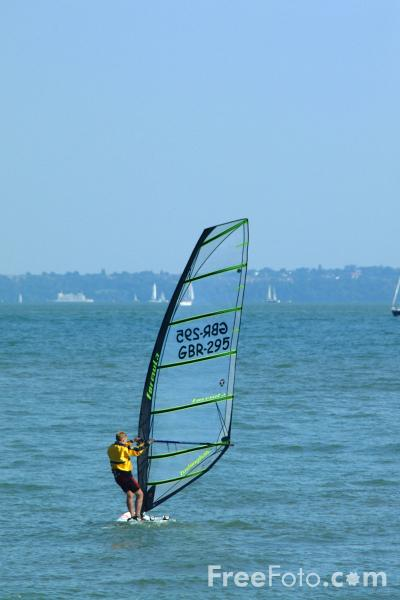 Picture of Wind Surfing, Solent, Hampshire - Free Pictures - FreeFoto.com