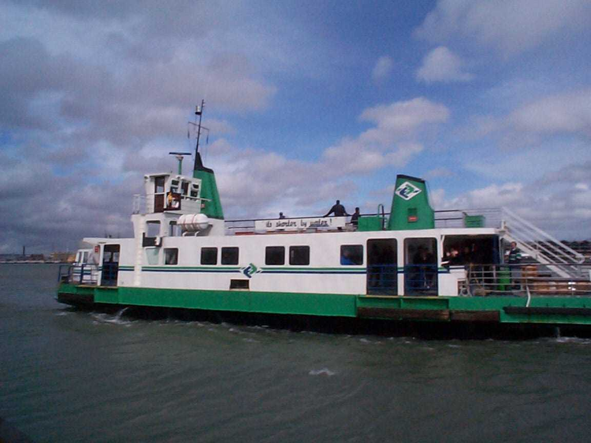 Picture of Portsmouth - Gosport Ferry - Free Pictures - FreeFoto.com