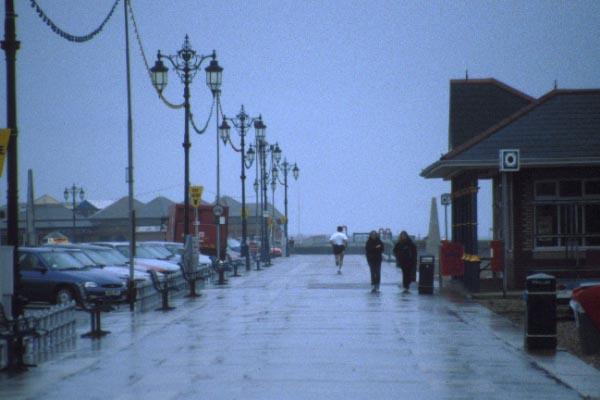 Picture of Portsmouth seafront in the rain - Free Pictures - FreeFoto.com