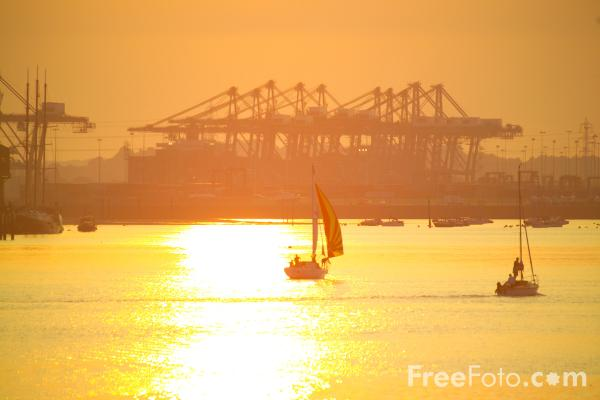 Picture of Red Funnel Ferry - Free Pictures - FreeFoto.com