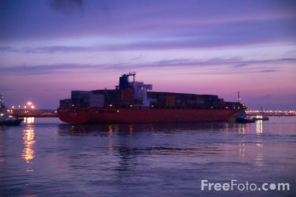 Picture of Southampton Docks - Free Pictures - FreeFoto.com