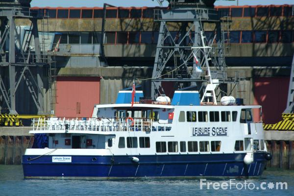 Picture of Leisure Scene Ferry, Southampton, Hampshire - Free Pictures - FreeFoto.com