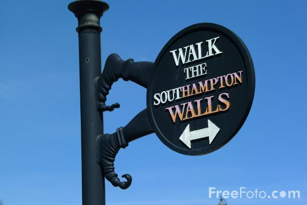Picture of Walk the Southampton Walls - Free Pictures - FreeFoto.com