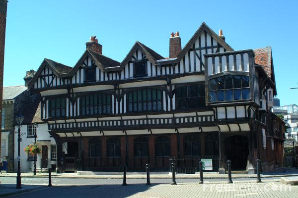 Picture of Tudor House, Southampton, Hampshire - Free Pictures - FreeFoto.com