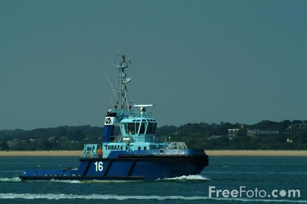 Picture of Tug, Solent Water, Hampshire - Free Pictures - FreeFoto.com