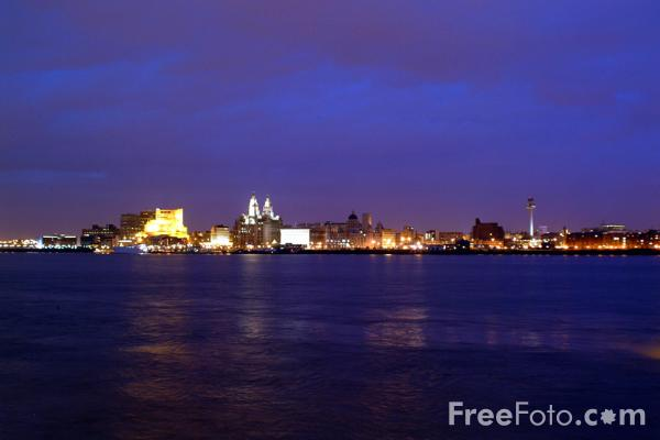 Picture of Liverpool at night - Free Pictures - FreeFoto.com