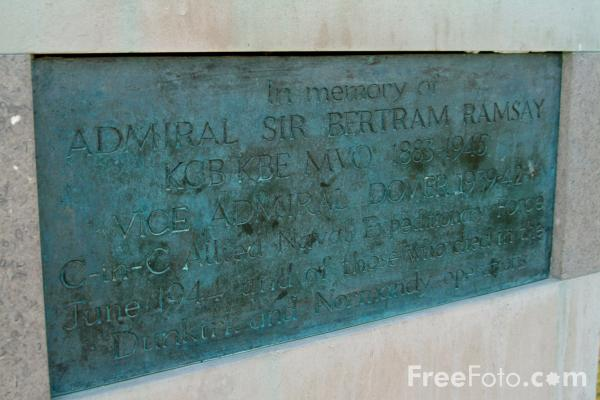 Picture of Statue of Admiral Sir Bertram Ramsey - Free Pictures - FreeFoto.com