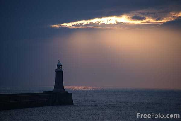 Picture of Sunrise, Tynemouth - Free Pictures - FreeFoto.com