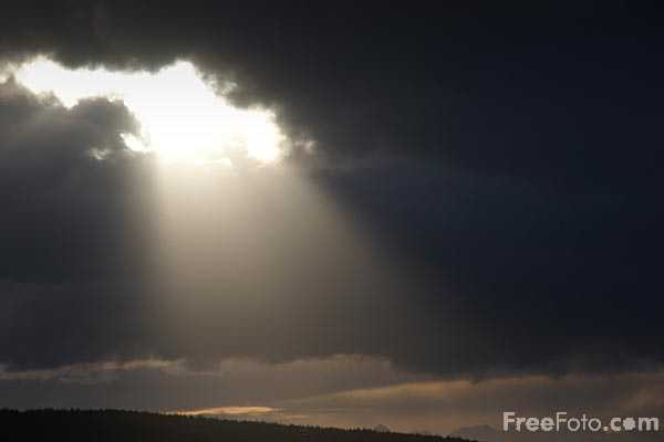 Picture of Afternoon sun rays - Free Pictures - FreeFoto.com